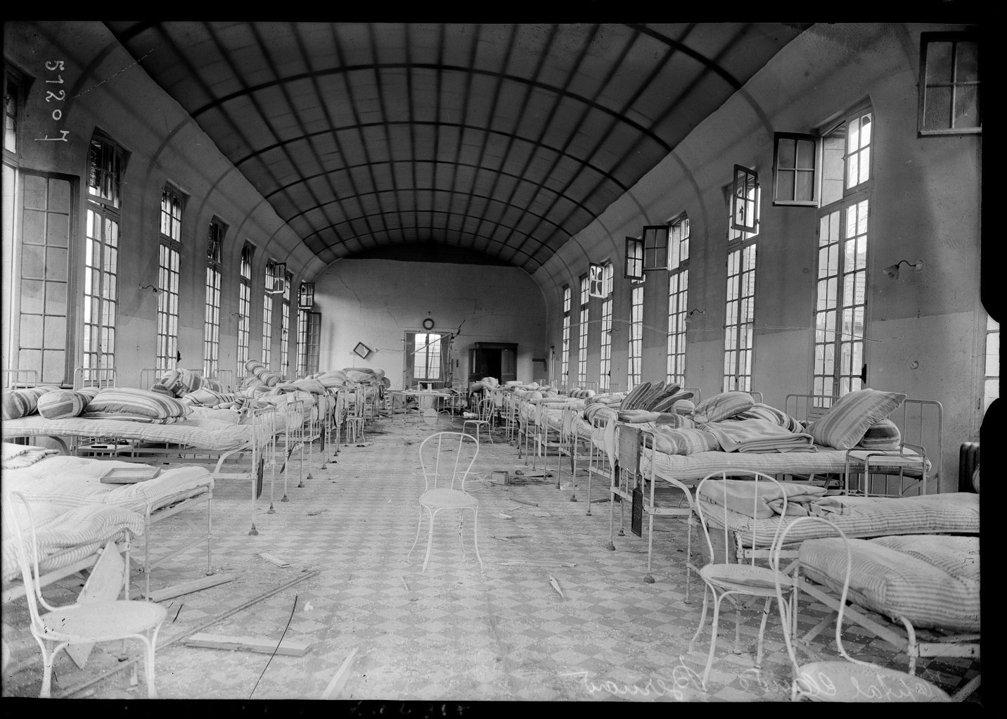 Hastily abandoned hospital in Paris, Agence Rol. Agence photographique 1918 Paris, French National Library - Bibliothèque Nationale de France, Public Domain Mark
