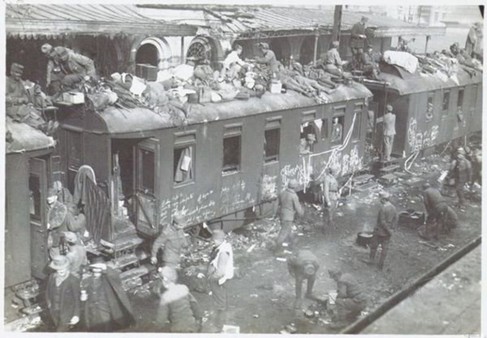 A train is used by soldiers as accommodation, 1918 Italien , Museo Centrale del Risorgimento, In Copyright