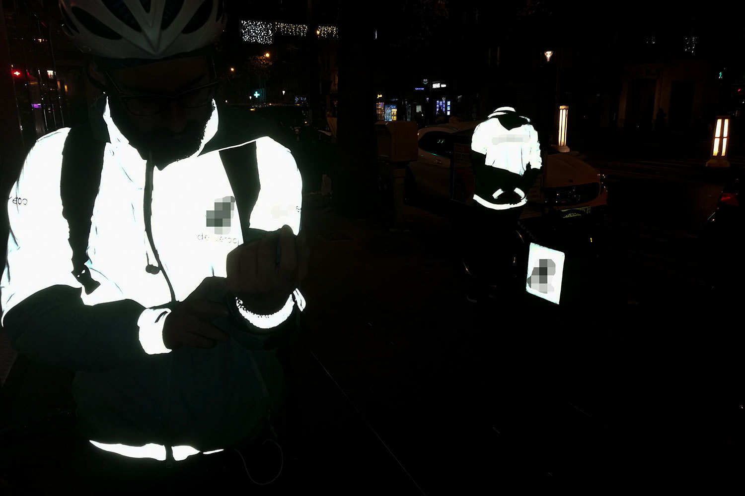 #deliver#phone#night#Paris#bike#shift#work#speed# December 2016. Paris. Bike delivery person, Laura Ben Hayoun, Audiovisual Library of the European Commission, CC BY-NC-ND