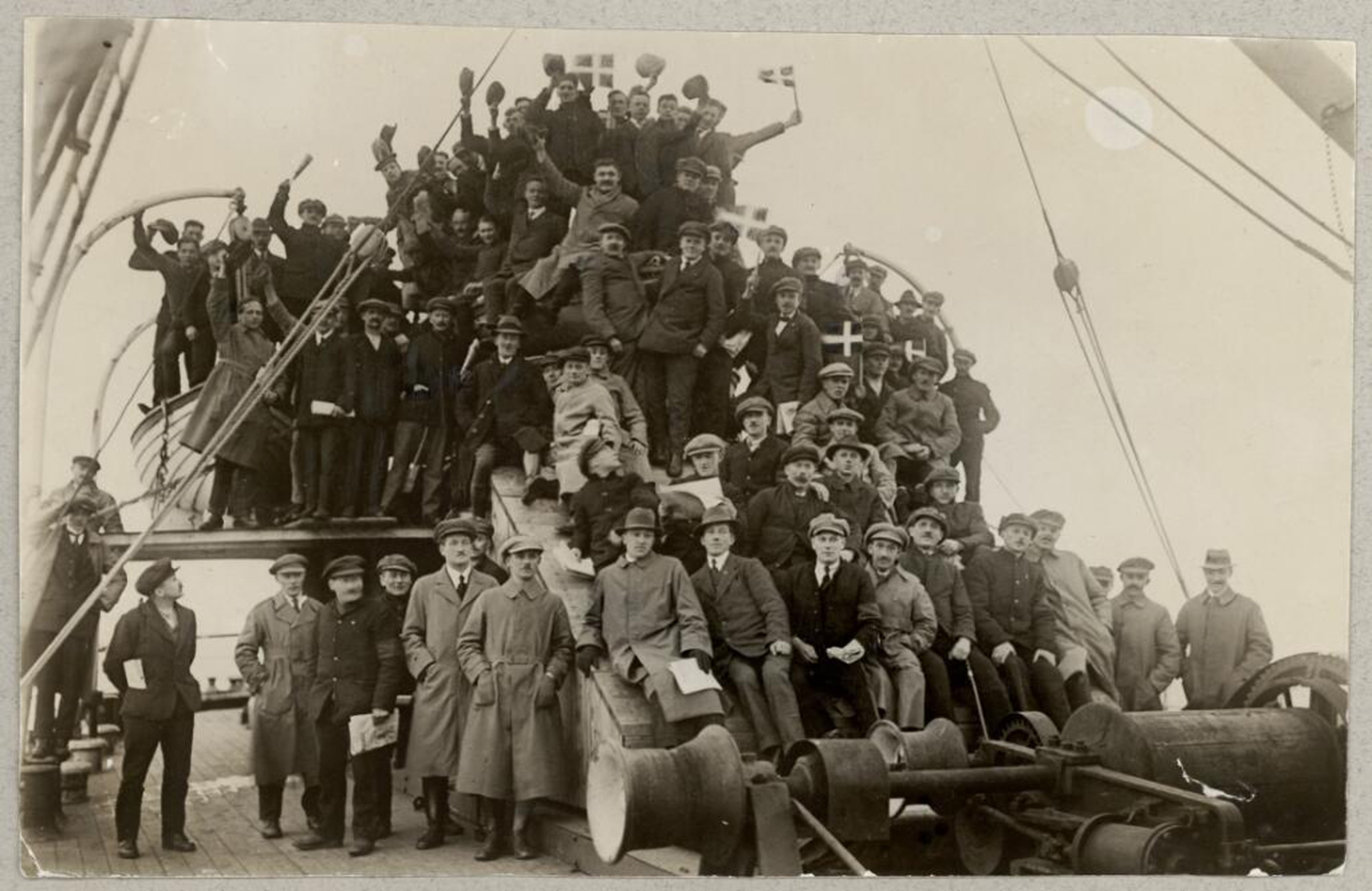 British POWs are shipped to Denmark., Damgaard, Holger (1870-1945) fotograf Damgård, Holger (1870-1945) fotograf, The Royal Library: The National Library of Denmark and Copenhagen University Library, CC BY-NC-ND
