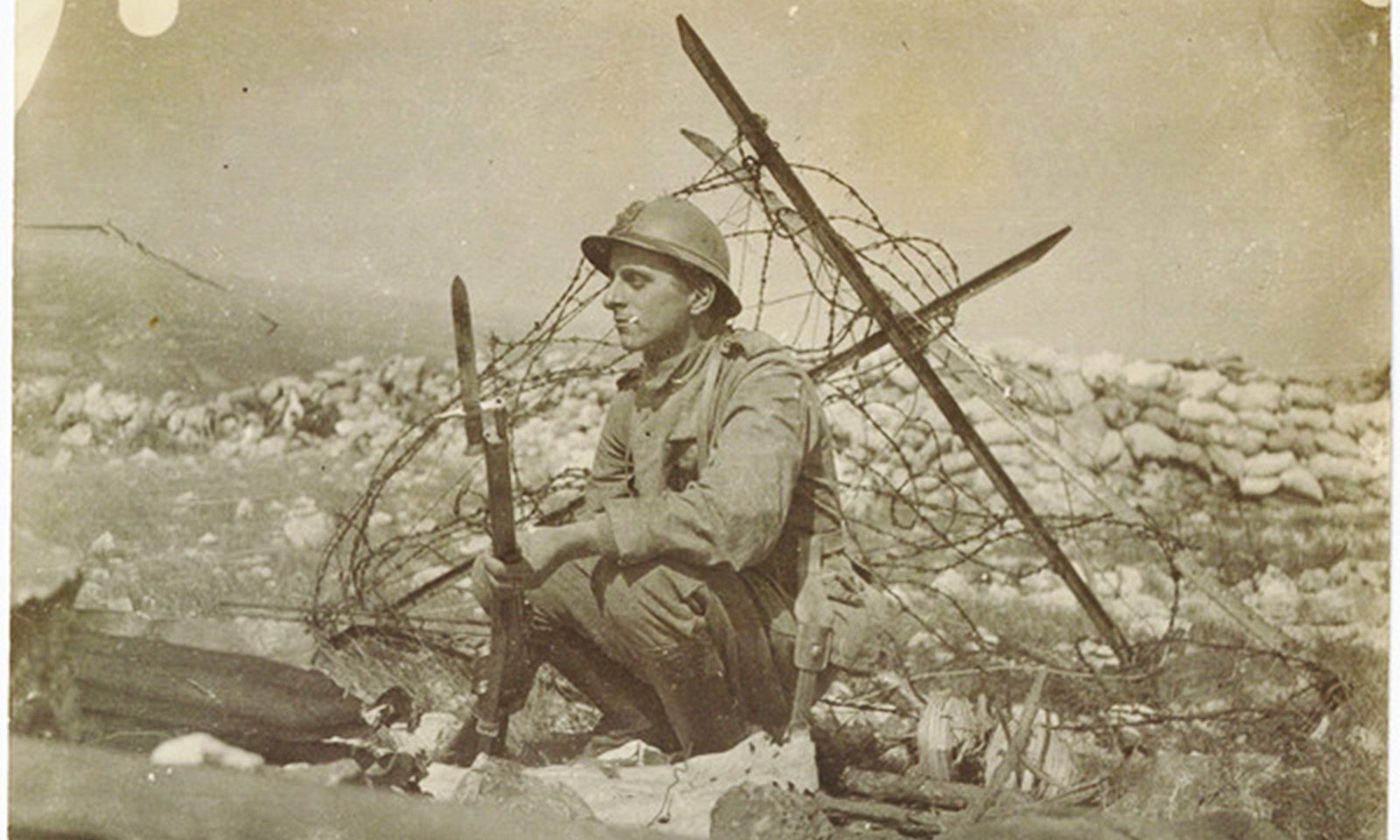 "Soldier between trenches and ""No Man's Land"", 1916-1918, Istituto centrale per il catalogo unico, In Copyright"