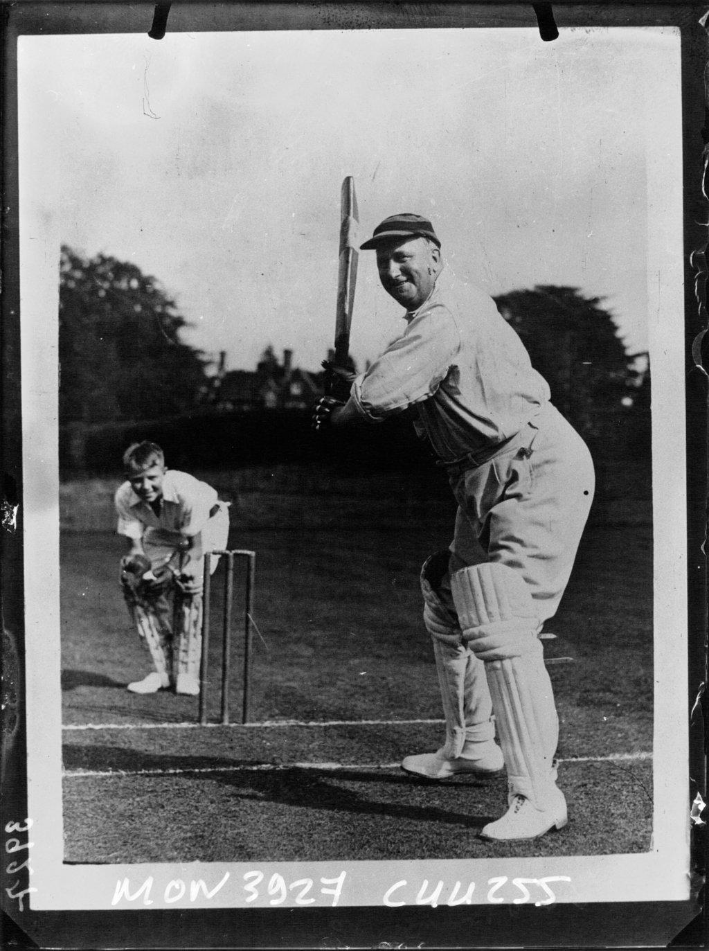 L'évêque de Fulham jouant au cricket, Planet News (Agence de presse). Agence photographique, Bibliothèque Nationale de France, Public Domain Mark