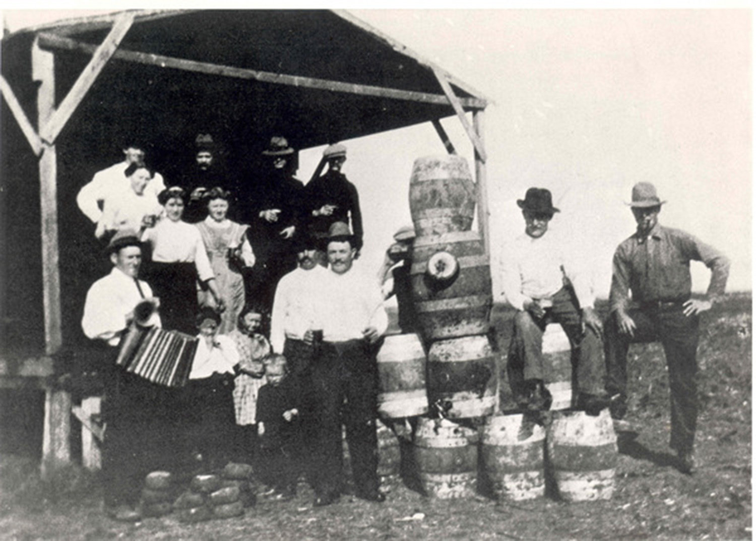 Vlaamse immigranten spelen volksspelen in Texas omstreeks 1900. (Flemish immigrants play popular games in Texas 1900), Familie Persyn, San Antonio, Texas 1900, Sportimonium vzw, In Copyright