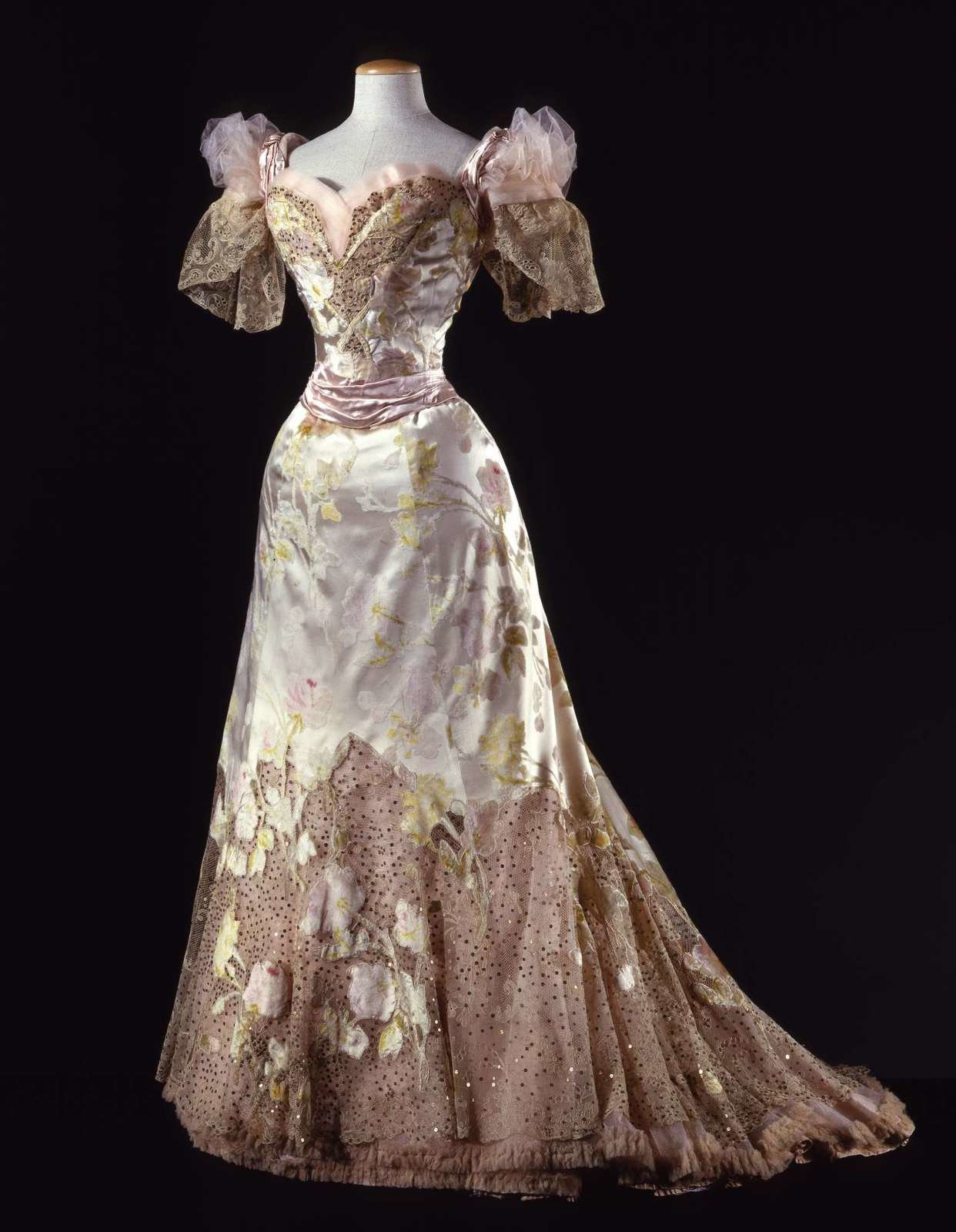 Three-piece ball gown in 'velour de sabre' (front), ca. 1902, Charles Frederick Worth, Galleria del Costume di Palazzo Pitti, In Copyright