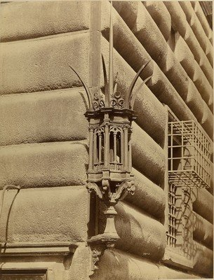 Wrought-iron lantern at the Palazzo Strozzi, Firenze (Italy), 1880-1899 , Fratelli Alinari, Museum für Kunst und Gewerbe Hamburg, CC0