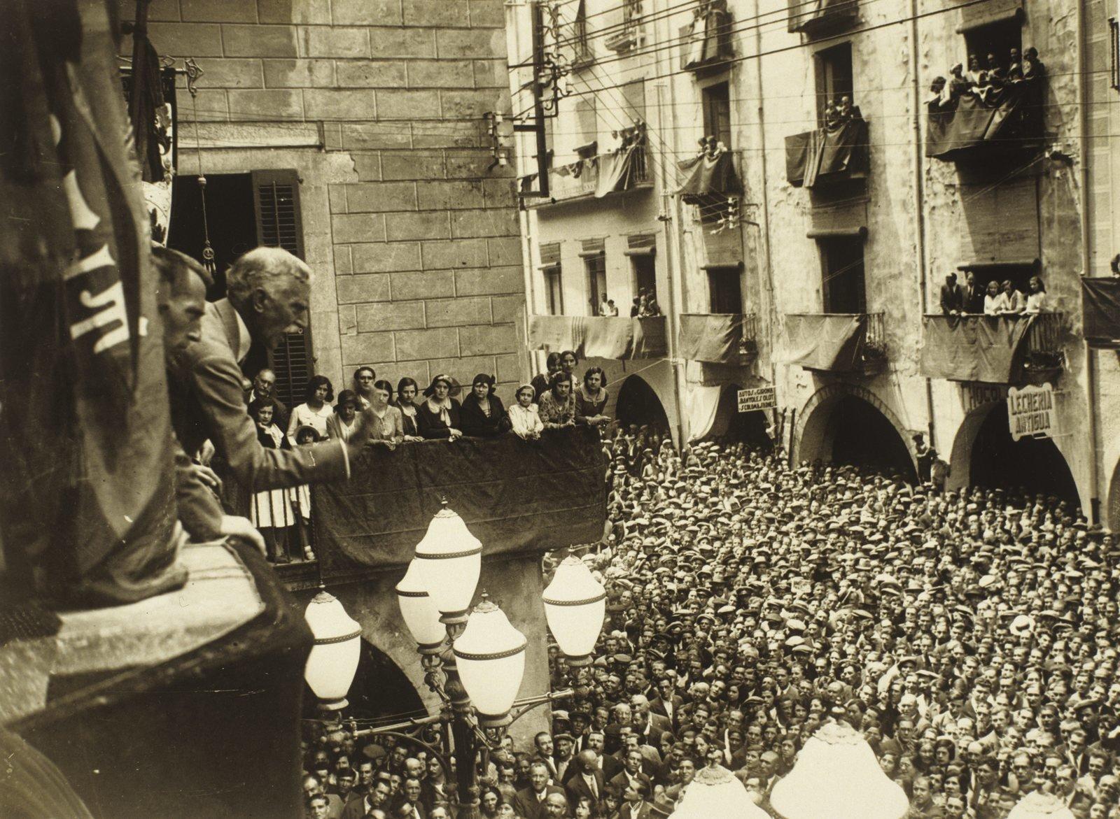 Francesc Macià on the balcony of Ajuntament de Girona, 1931, Josep Maria Sagarra, Ajuntament de Girona/CRDI, In Copyright