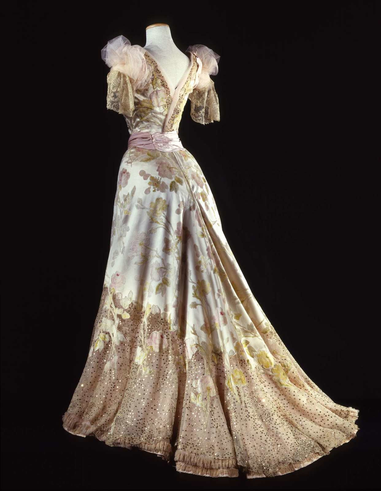 Three-piece ball gown in 'velour de sabre' (back), ca. 1902, Charles Frederick Worth, Galleria del Costume di Palazzo Pitti, In Copyright