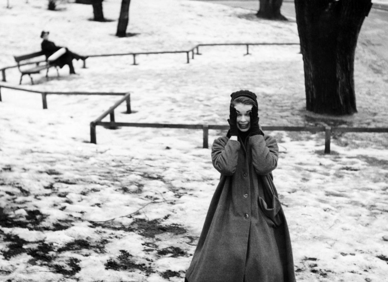 A model shows winter fashion in Stockholm, 1950, Sten Didrik Bellander, Stiftelsen Nordiska museet, CC BY-NC-ND