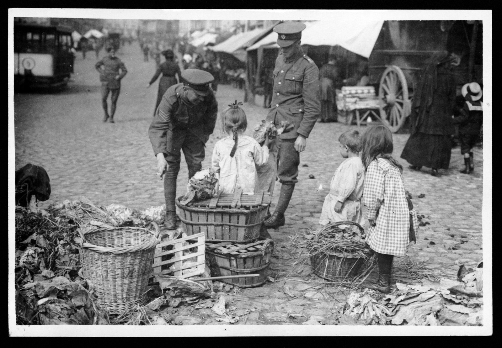 British Sergeant and a Guardsman shopping in Bailleul (France), 1914-1920, Photographer unknown, National Library of Scotland, CC BY-NC-SA