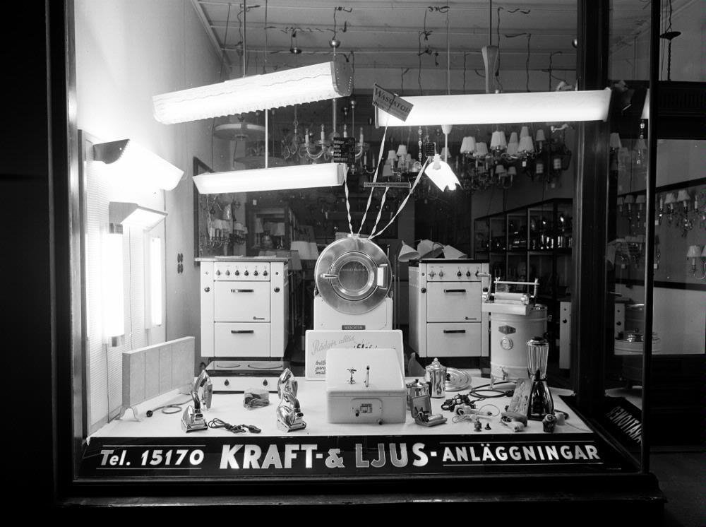 Shopping window of Matteson's electric store boasting novelties, 1951, Lindberg Foto, Kulturmagasinet, Helsingborgs museer, Public Domain Mark