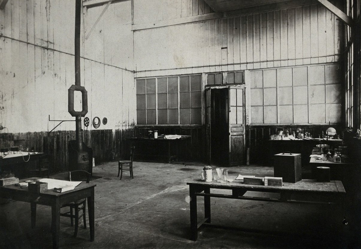 The laboratories of Marie and Pierre Curie, Paris: room where experiments on uranium ore took place, ca. 1900., Unknown photographer, Wellcome Collection, CC BY