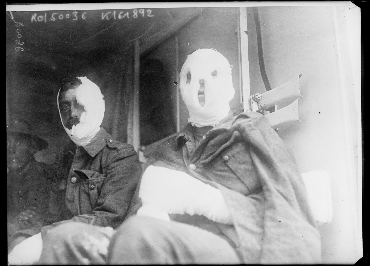 Seriously wounded soldiers are transported to a hospital behind the lines., Agence Rol. Agence photographique 1917, French National Library - Bibliothèque Nationale de France, Public Domain Mark