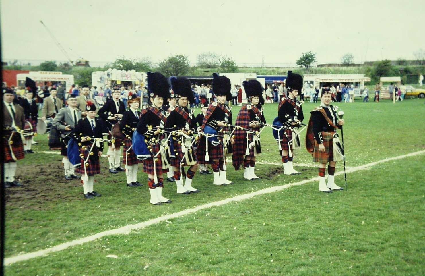 Bezoek van de V.V.C. aan Kilbirnie (Schotland) in het kader van de Highland games op de U.Z. sport- en speldag, kleur, Sportimonium, Hofstade, In Copyright