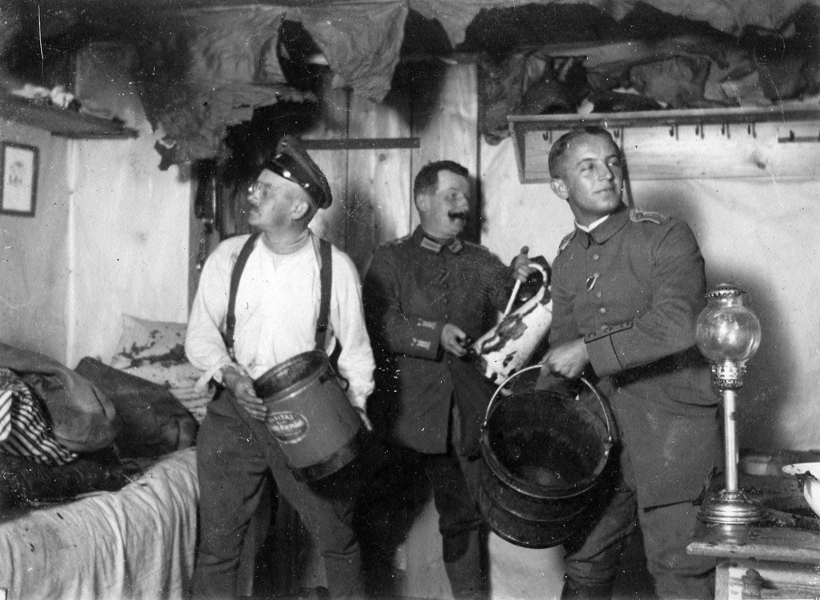 Staged photo of some officers putting out a fire in the barracks, photographer unknown, Rolf Kranz / Europeana 1914-1918, CC BY-SA