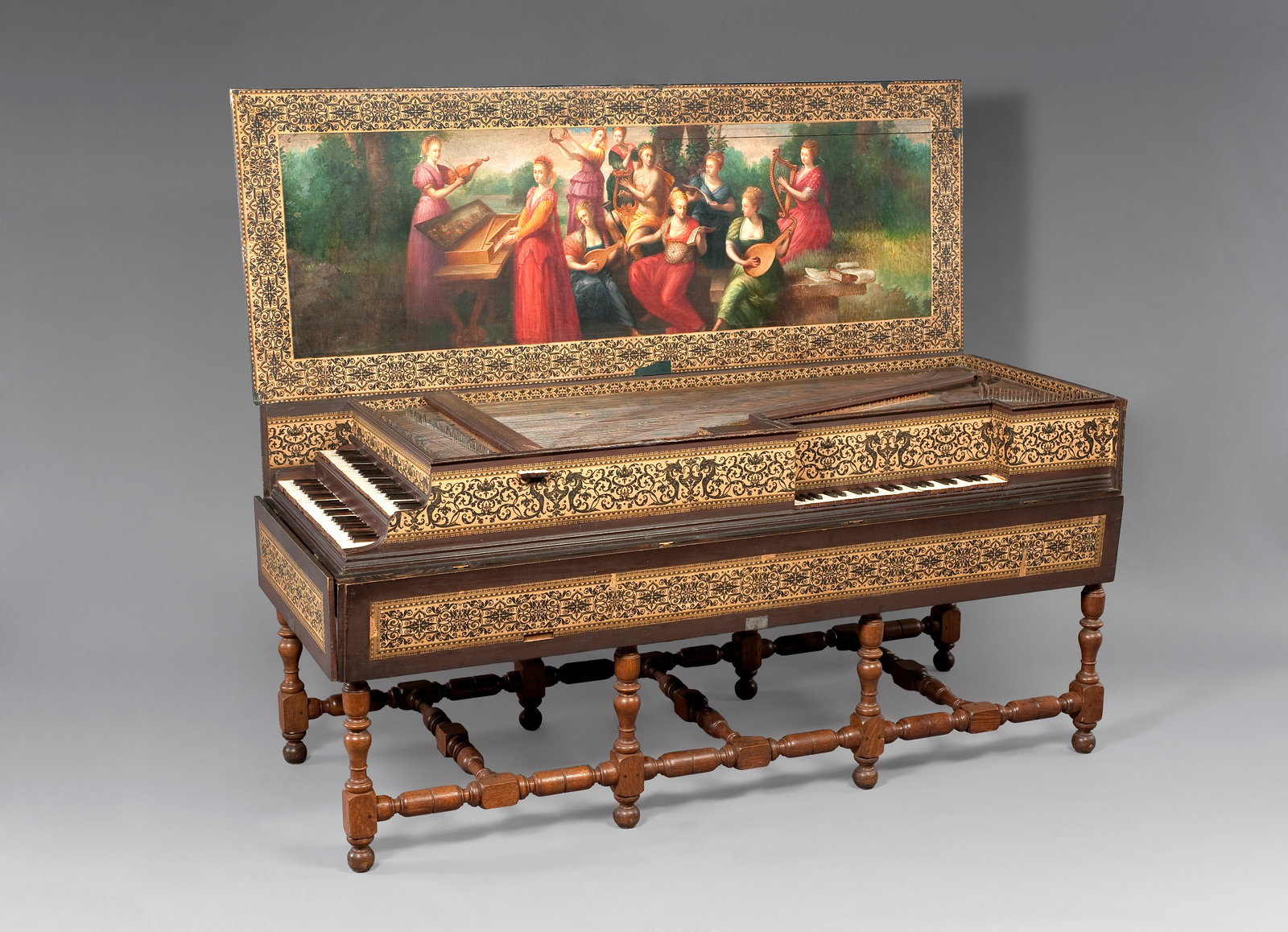 Clavecin à double clavier combiné à un virginal, 1619, Ioannes Ruckers, [One of the most curious instruments to have come out of the Ruckers workshop is undoubtedly this harpsichord with virginal. The rectangular sound-box houses both a two-manual harpsichord and a small virginal that is set on the curved side of the larger instrument. In accordance with Ruckers family tradition, the sides of the box are decorated with printed strips of paper and with depictions of sea horses, as well as stylized motifs.], Musical Instruments Museum, Brussels, In Copyright