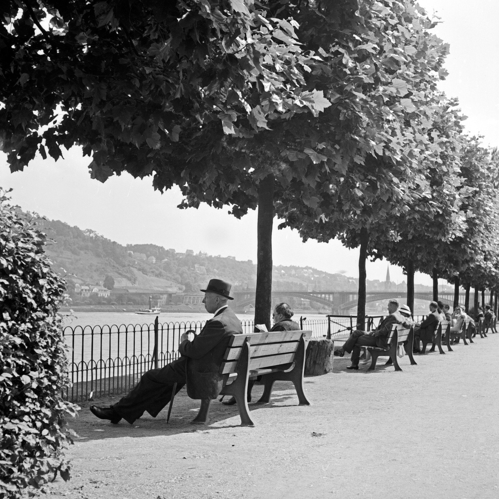 People sitting by the bank of the Rhine in Koblenz, 1930s, Karl Heinrich Lämmel, United Archives, In Copyright