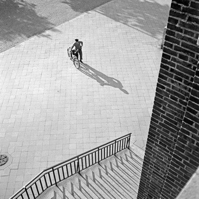 Man with bike in Düsseldorf, 1930s ., Karl Heinrich Lämmel , United Archives, In Copyright