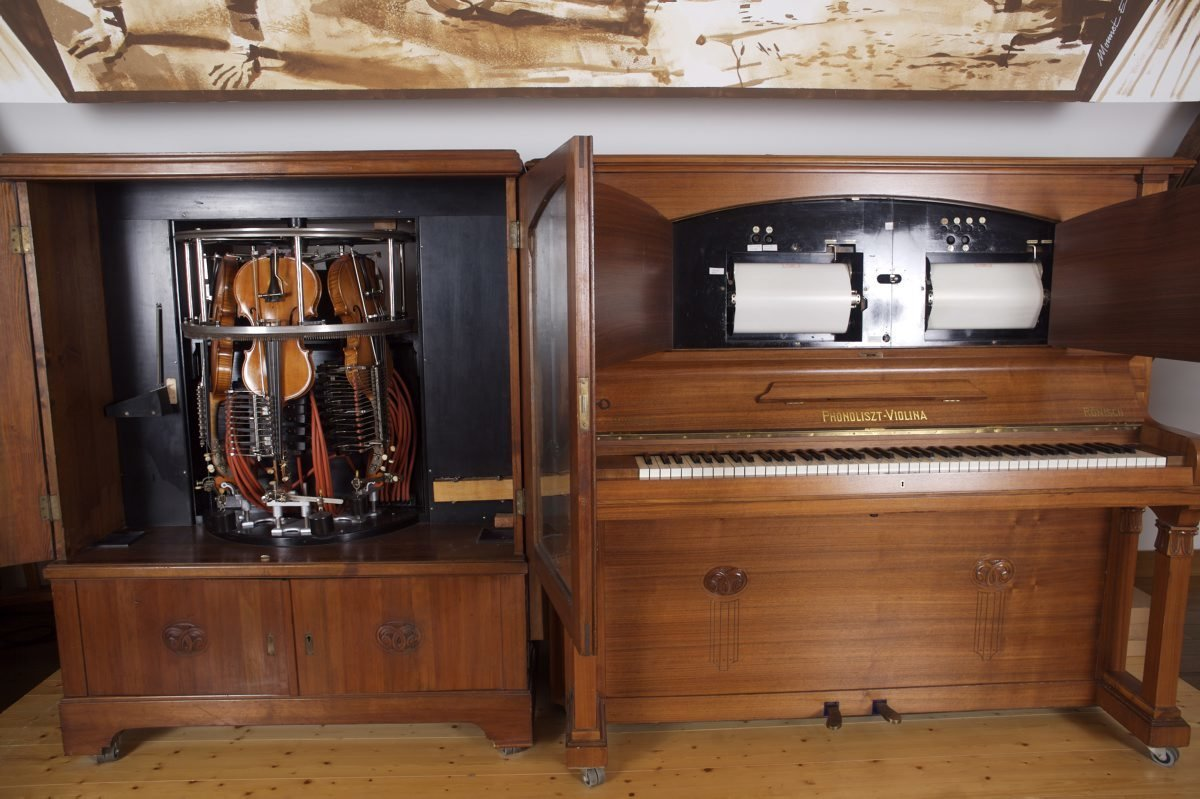 The phonoliszt violina in its entirety, Hupfeld - Rönisch, Musée De La Musique Mécanique , CC BY-NC-SA