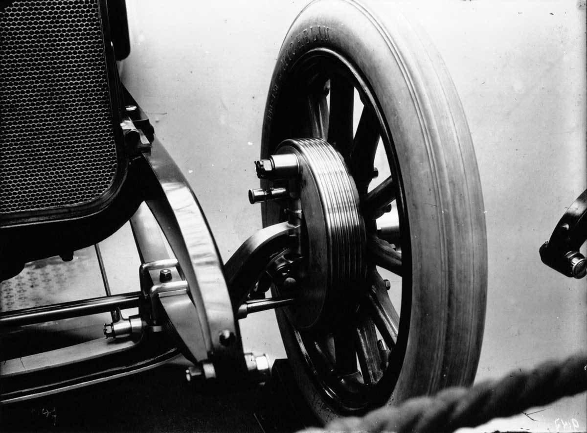 Isotta-Frachin Front Wheel Brake at the Salon de l'Automobile, 1910, Agence de presse Meurisse, Bibliothèque nationale de France, No Copyright - Other Known Legal Restrictions