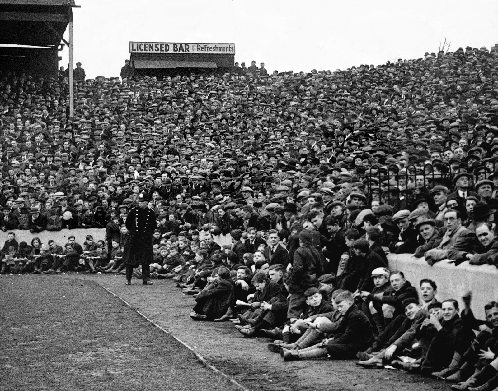 Crowds watching a match at Nottingham Forest Football Club ground, c. 1930's, Nottingham Guardian, Picture the Past OAI feed, Public Domain Mark