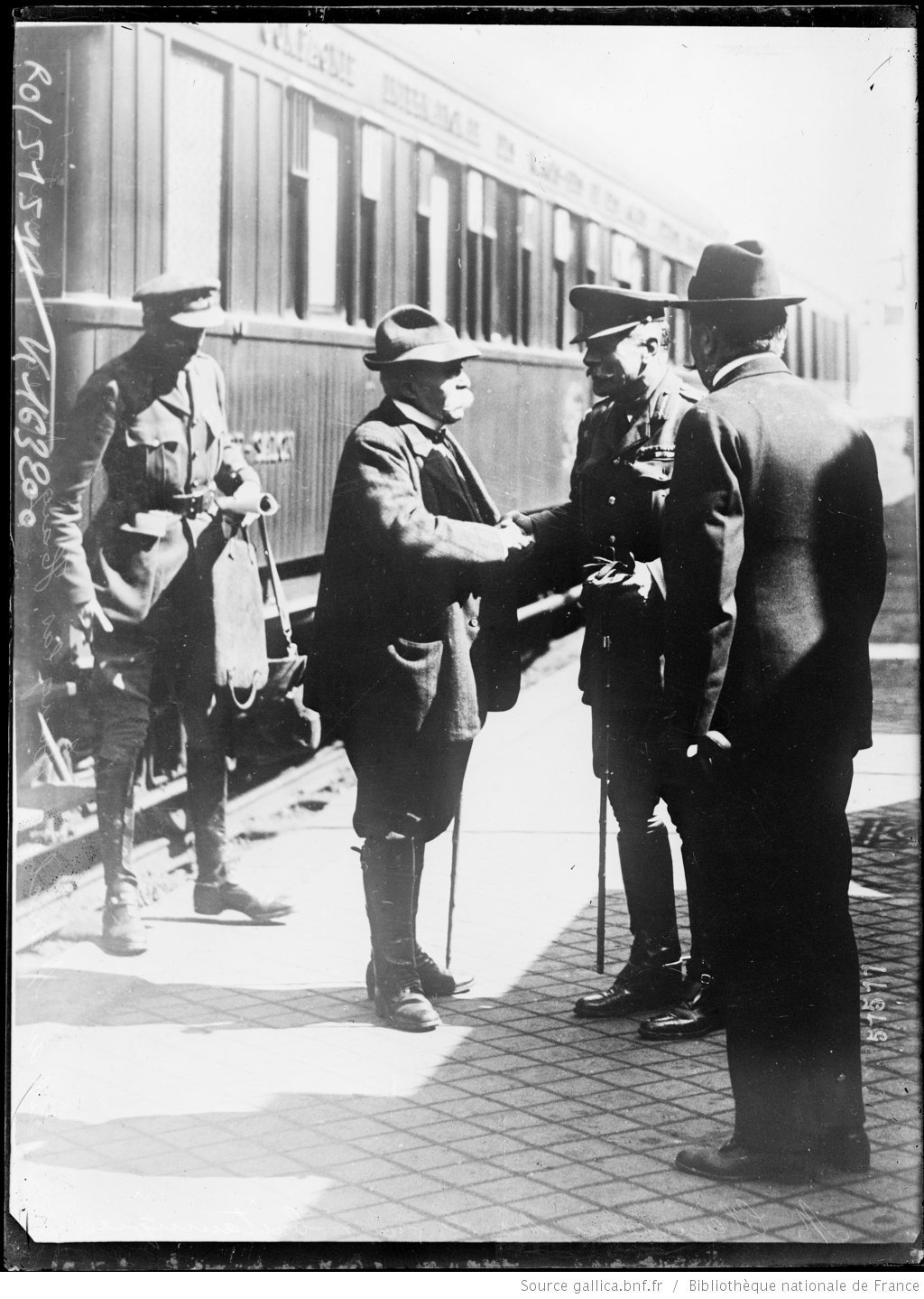 Georges Clemenceau meets General Haig during a visit at the British front., Agence Rol. Agence photographique, French National Library - Bibliothèque Nationale de France, Public Domain Mark