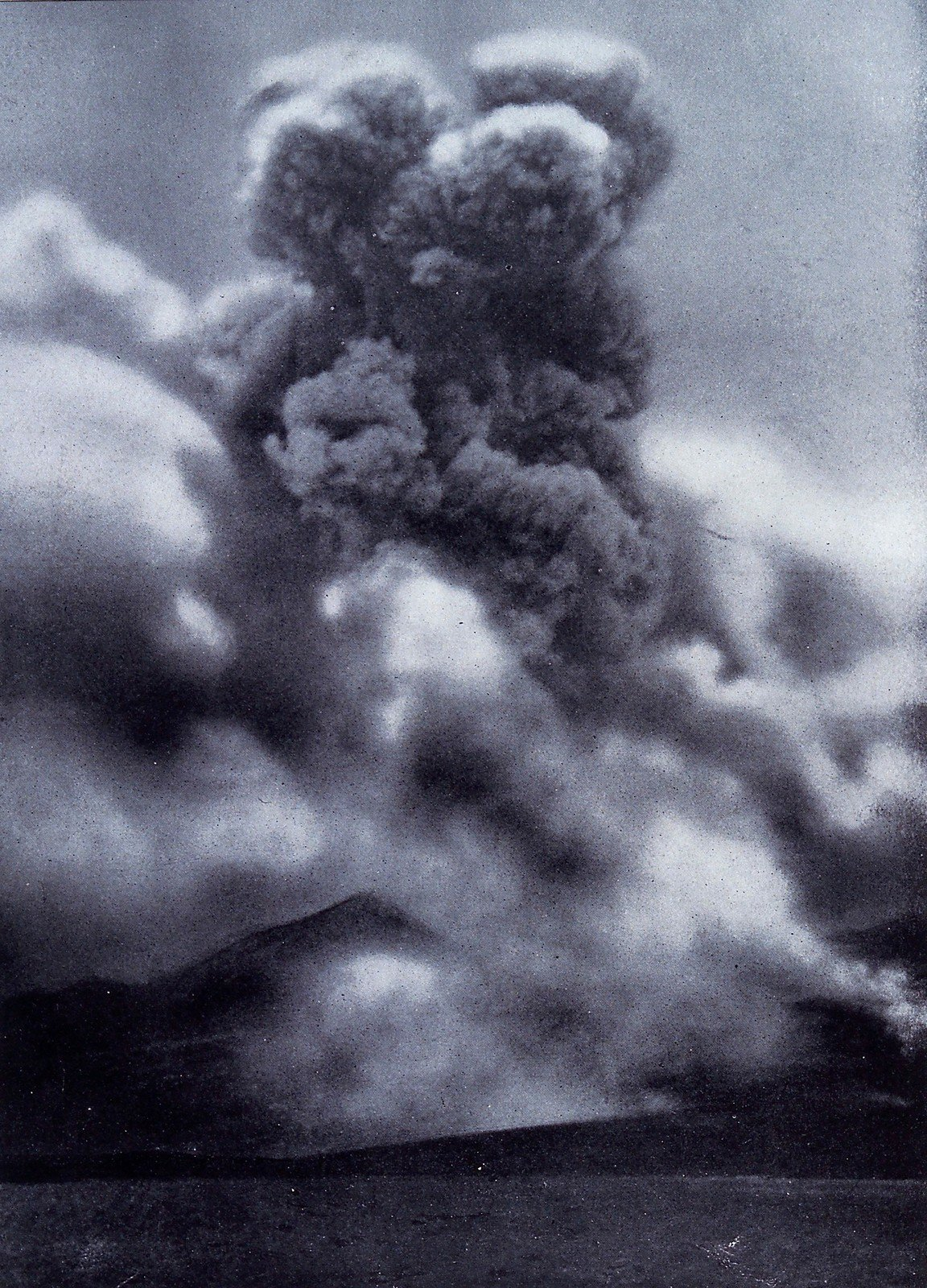 Mont Pelée, Martinique, in eruption, 1929, Underwood & Underwood, Wellcome Collection, CC BY