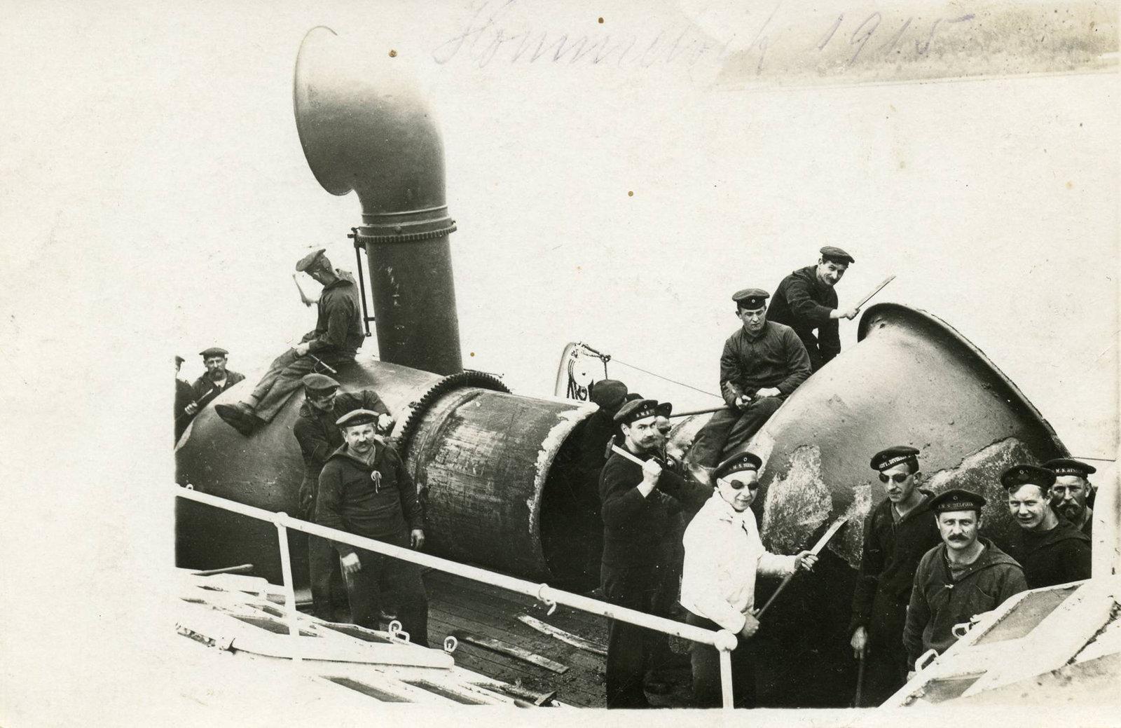 Postcard crew of SM Berlin,  Rudolf Kämmerer, July 20, 1915, Europeana 1914-1918 / Bernd Rossberg, CC BY-SA