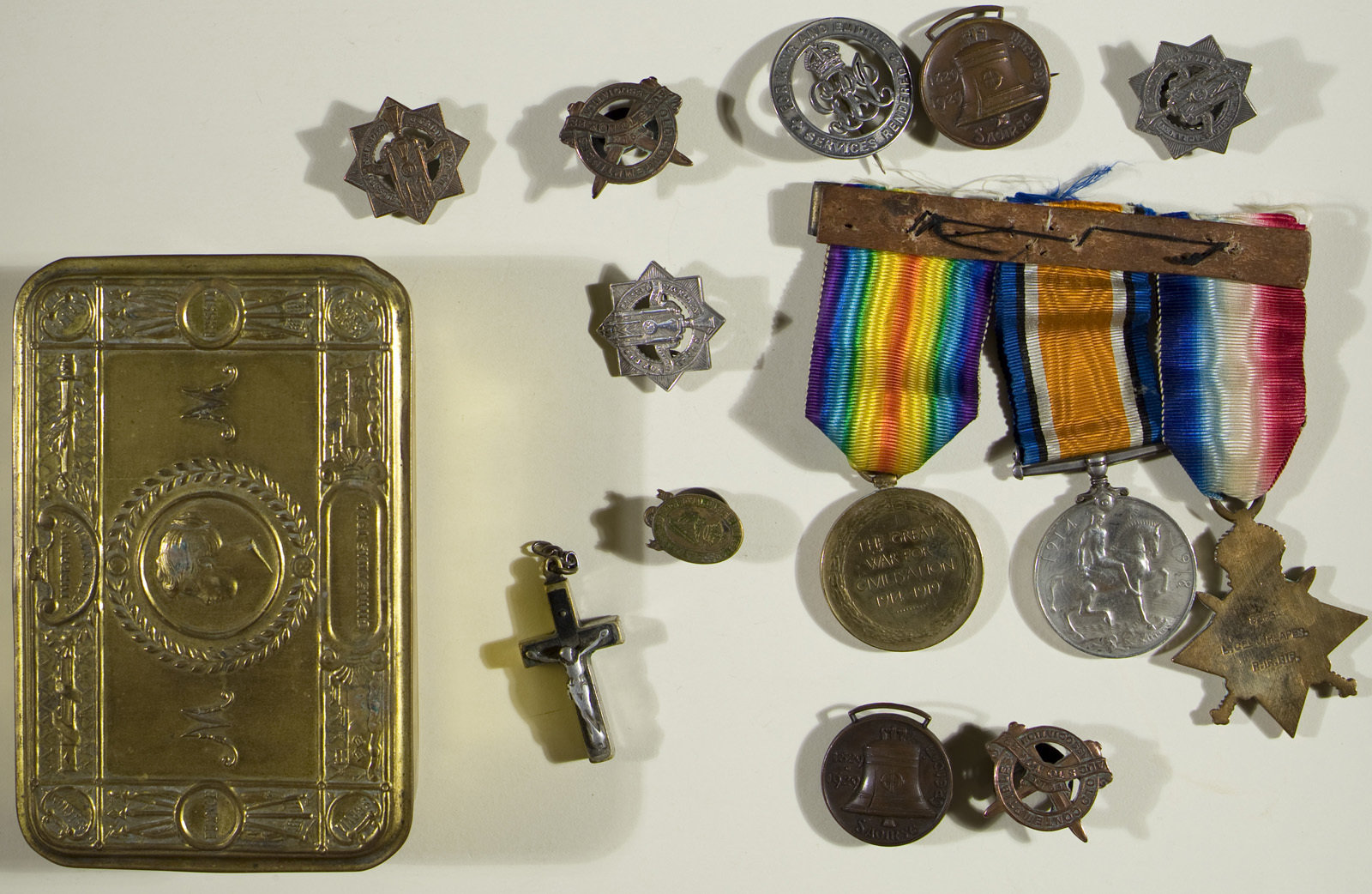 Medals of Joseph Heapes , the 1914-15 Star, British War Medal and the Victory Medal, Europeana 1914-1918 / Máire Uí Éafa, CC BY-SA