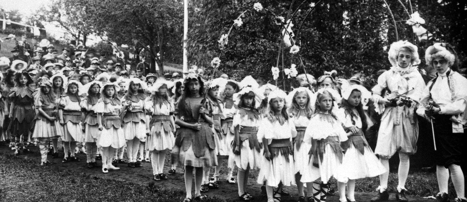 Folkschool children at carnival, , Falbygdens museum, Public Domain Mark
