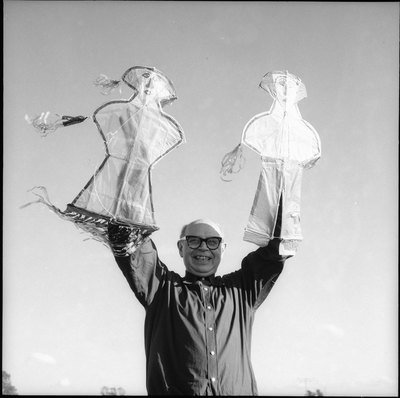 Poul Henningsen with kites, 1957, Gunvor Jørgsholm & Gunvor Betting, The National Library of Denmark and Copenhagen University Library, CC BY-NC-ND