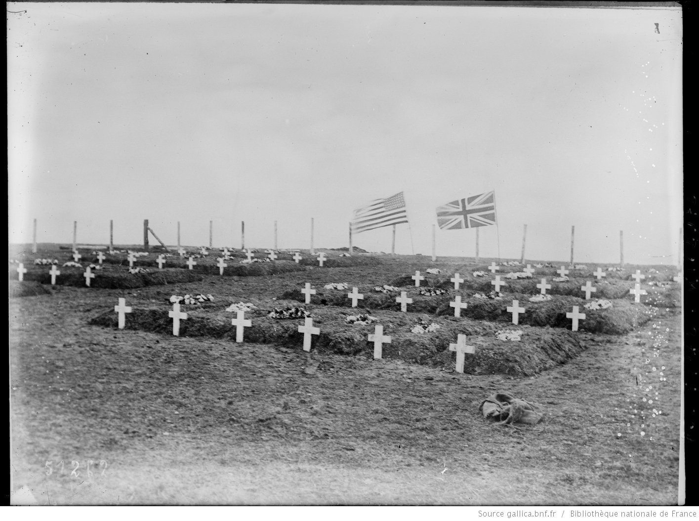 Graves of U.S. soldiers behind the lines, Agence Rol. Agence photographique 1918, French National Library - Bibliothèque Nationale de France, Public Domain Mark