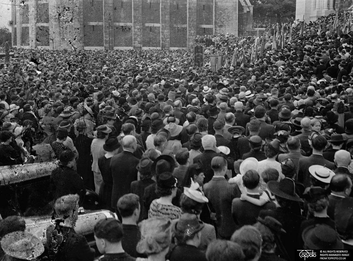 Prayer for peace in Paris, 28 August 1939, unknown photographer, TopFoto.co.uk, In Copyright