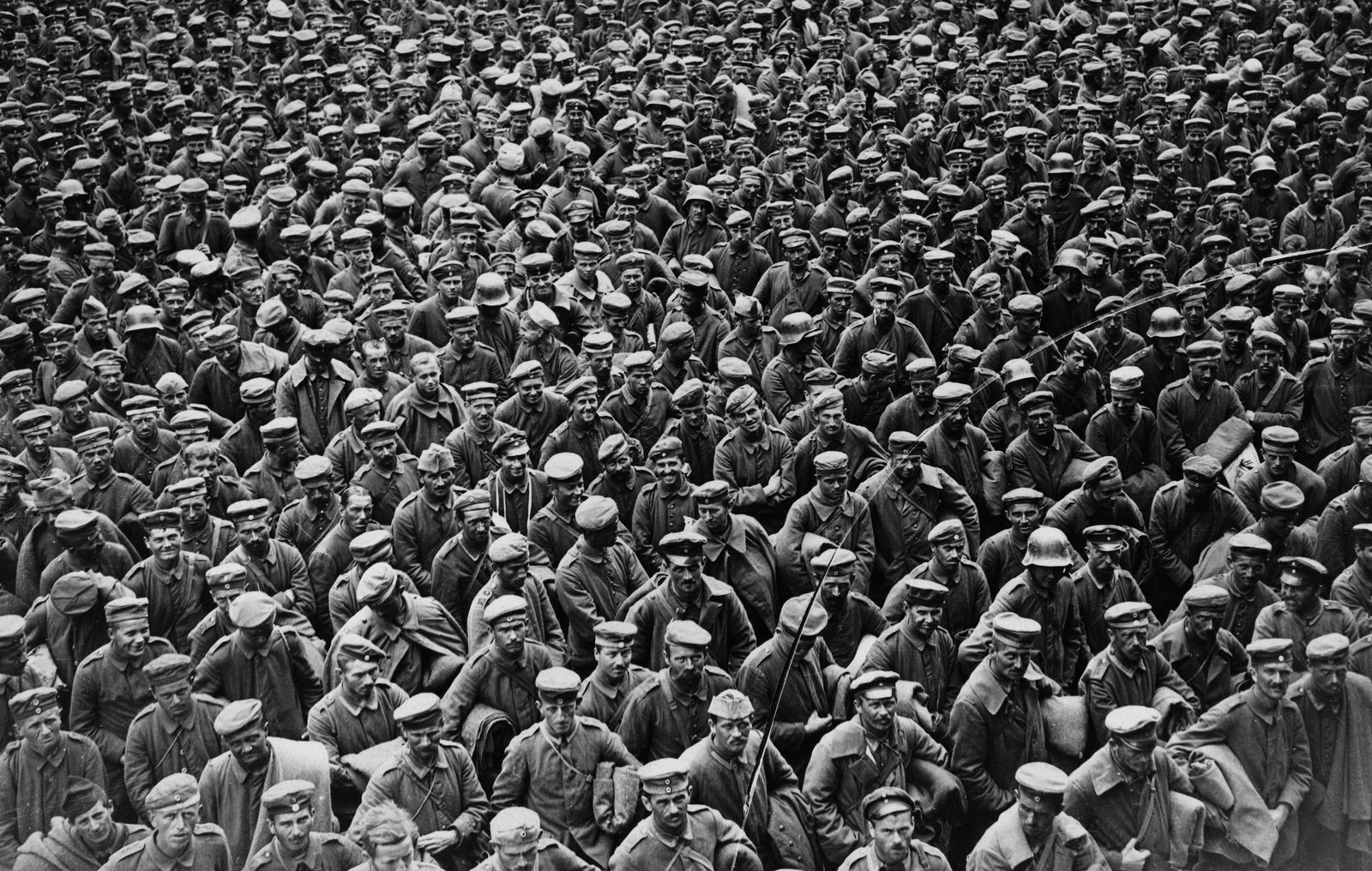 Massed German prisoners in France, probably after the Allied advance of August 1918, unknown photographer, National Library of Scotland, CC BY-NC-SA