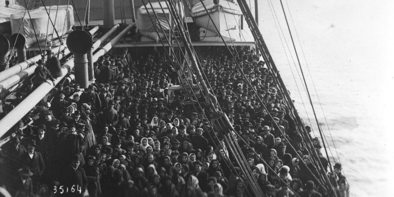 Arrival at Ellis Island [the deck of the ship is filled with emigrants], 1913, Agence Rol. Agence photographique, Bibliothèque nationale de France, Public Domain Mark