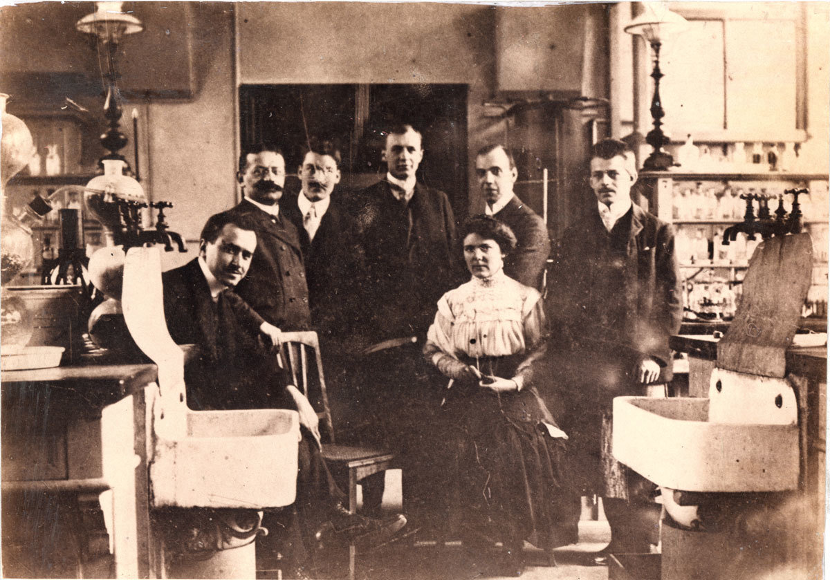 "Miss Elisa Leonida in the Royal Technical Academy lab. (Berlin, Charlottenburg, 1913), Unknown photographer, National Technical Museum ""prof.ing. Dimitrie Leonida"", Bucharest, CC0"