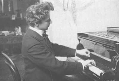 André Devaere at the piano, unknown photographer, Europeana 1914-1918 / Tom Devaere, CC BY-SA